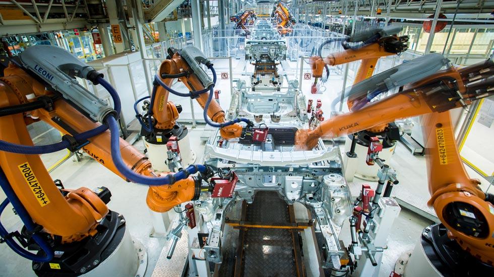 """Unos 2.000 robots """"bailan"""" para construir coches (vídeo)"""