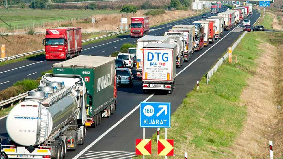 """Europa """"aprieta"""" las emisiones de los camiones"""