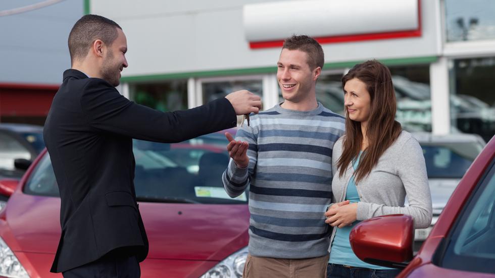 ¿Cuál es el plazo máximo de entrega por la compra de un coche?