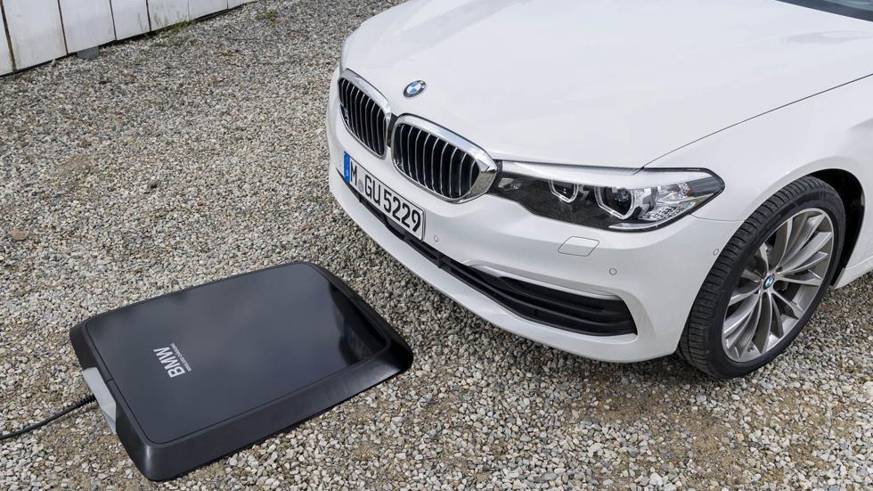 BMW lanza su primer sistema de carga eléctrica inalámbrica: cuesta 3.200 €