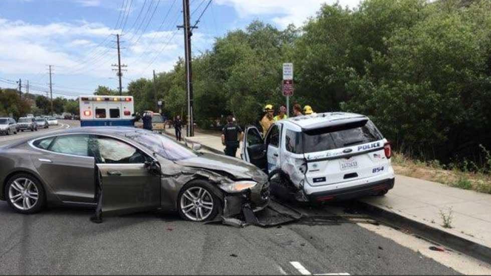 Nuevo accidente de un Tesla Model S semi-autónomo, esta vez contra un coche patrulla