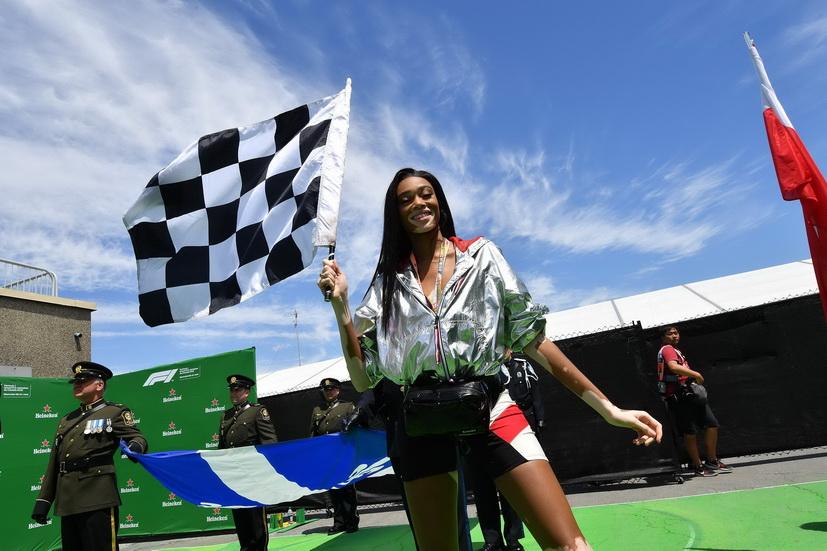 GP Canadá de F1: la modelo Winnie Harlow ondea la bandera a cuadros una vueltas antes