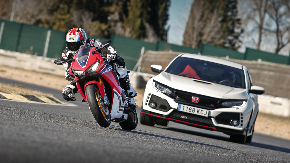 Honda Civic Type R vs Honda CBR 1000 RR SP: duelo en el Jarama (vídeo)