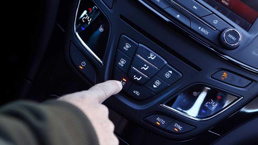 El aire acondicionado de tu coche, siempre a punto: trucos y consejos (Vídeo)