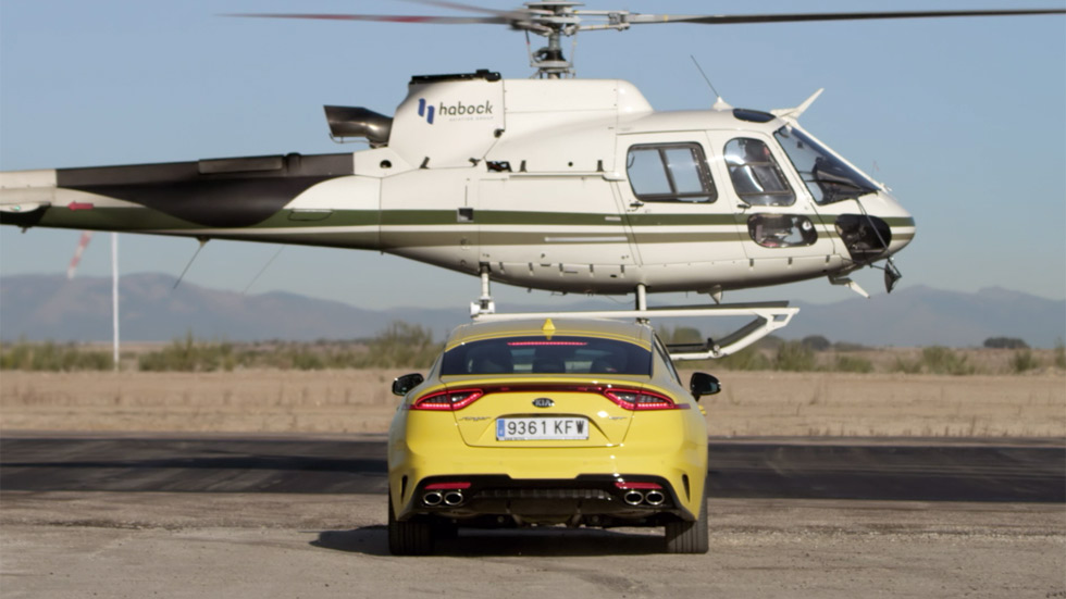 Kia Stinger GT vs Airbus Helicopter AS 355: el duelo está servido (VÍDEO)