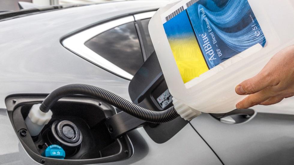 ¿Cuánto cuesta y con qué frecuencia hay que rellenar AdBlue en los nuevos coches diésel?