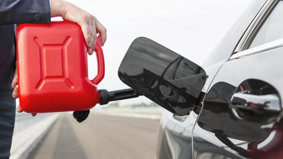 ¿Qué sucede si conducimos siempre el coche con poca gasolina o Diesel?