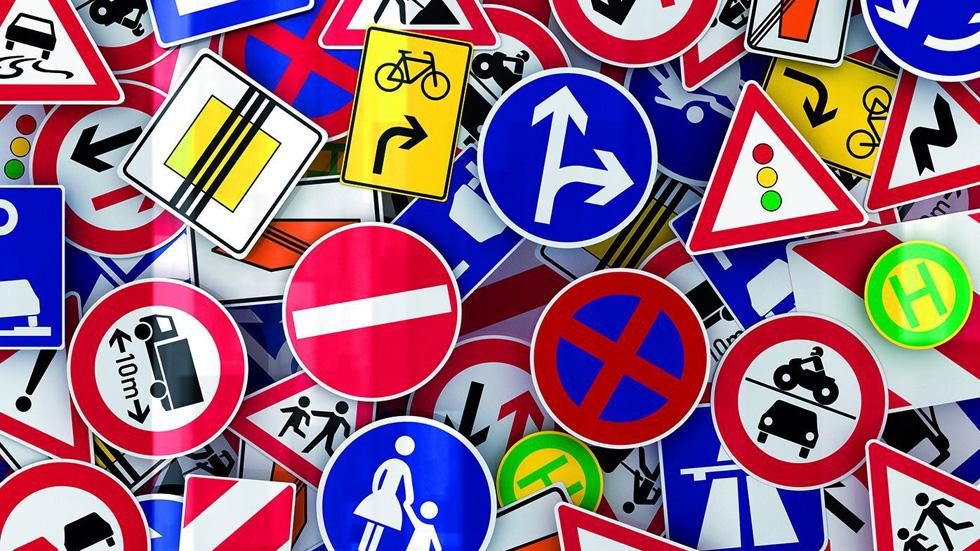 La mala señalización es la tercera causa de distracción de los conductores