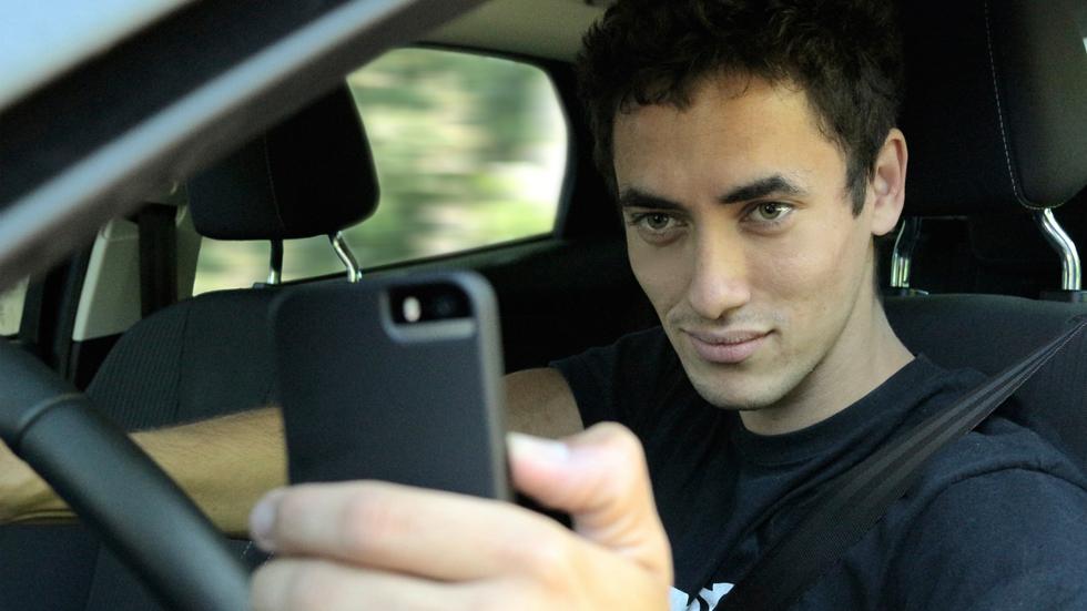 El uso del móvil, una de las principales distracciones al volante