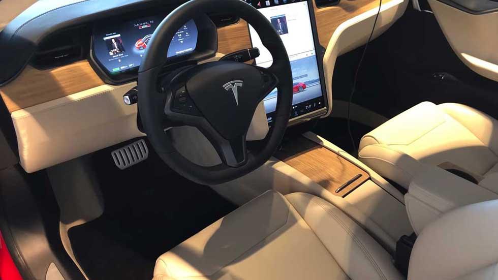Tesla: nuevos interiores, cambios en conectividad y un Autopilot más agresivo