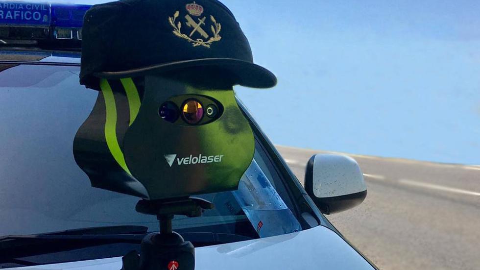 Radares Veloláser: ¿están multando? La DGT dice que sí y SocialDrive lo desmiente