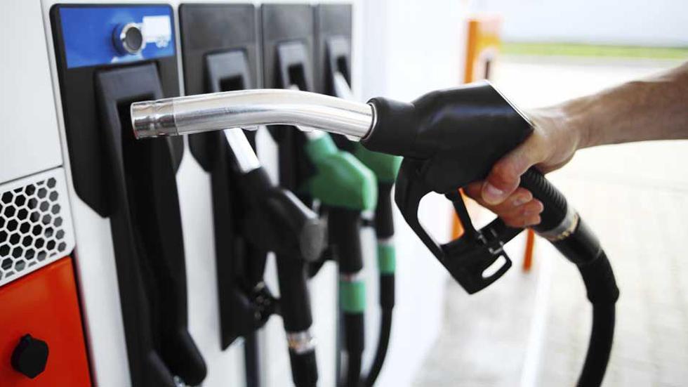 Nuevas etiquetas para el combustible de los coches: todo lo que debes saber