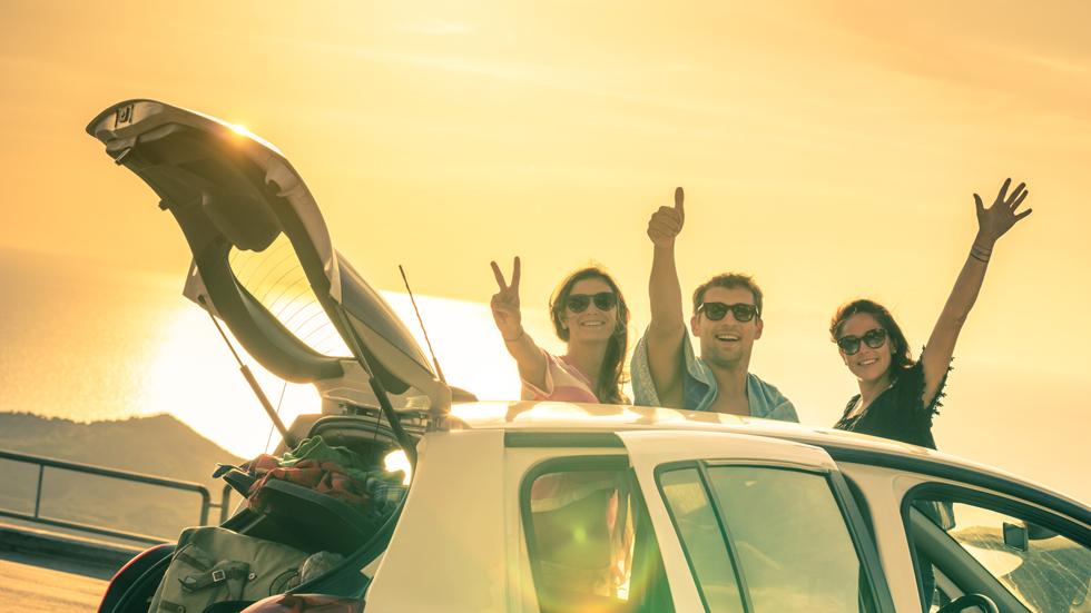 Las mejores apps para el coche de este verano: radares, música, gasolineras...