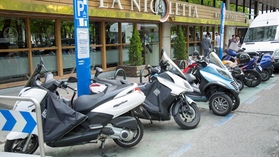 Nueva ley sobre aparcamiento de motos y uso de bicis en Madrid: sus claves