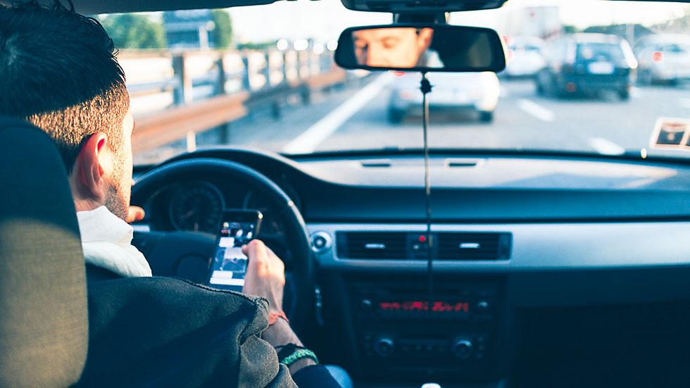 La multa por usar el móvil al volante podría subir de 3 a 6 puntos