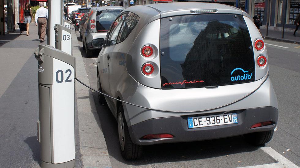 La movilidad eléctrica compartida fracasa en París: sus coches, al desguace