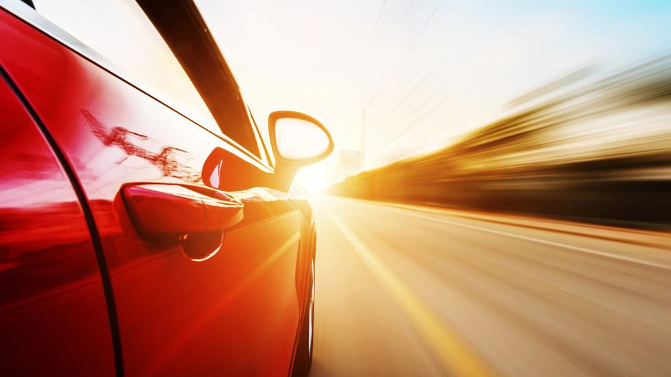 Los peligros del deslumbramiento al volante y nuestros consejos, en VÍDEO