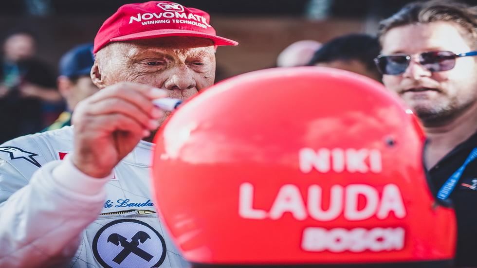 Niki Lauda mejora de su operación de trasplante de pulmón
