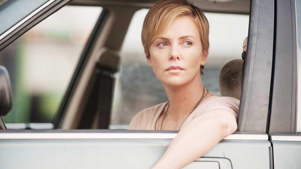 ¿Conduces con el brazo fuera de la ventanilla? Multa y varios riesgos…