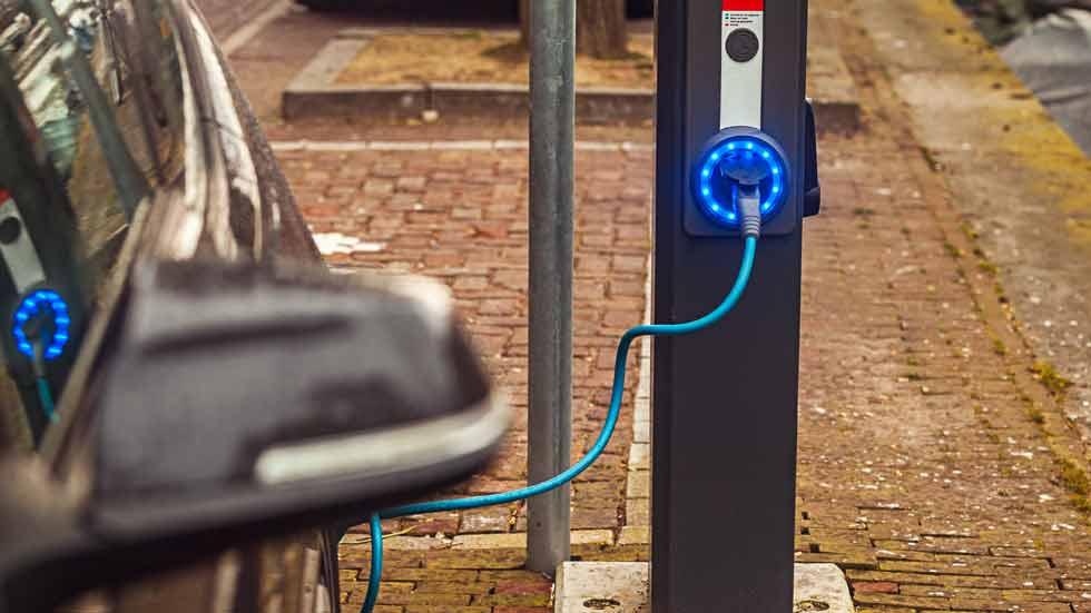 El alto precio del cobalto y del litio, el nuevo freno para los coches eléctricos