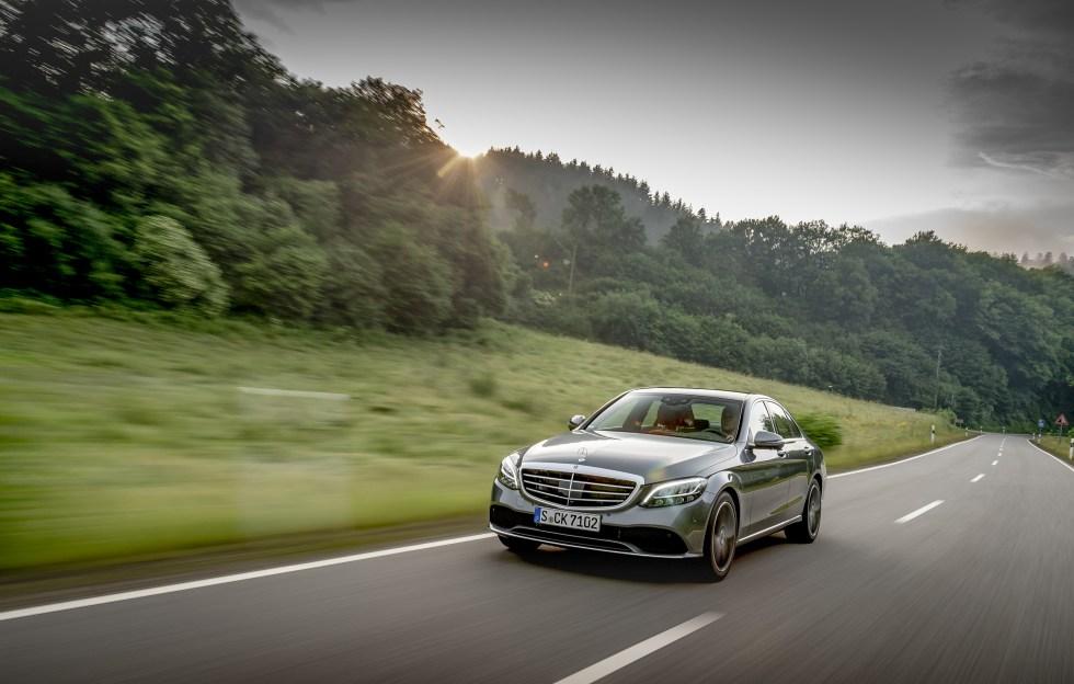 Mercedes llama a revisión a 1 millón de coches de toda su gama