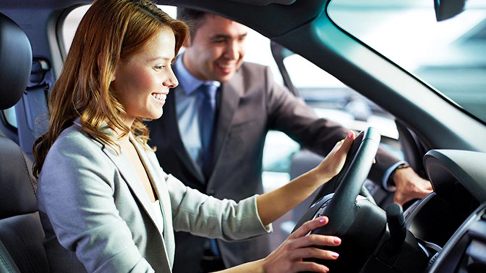 Los precios de los coches nuevos bajan casi un 2 por ciento
