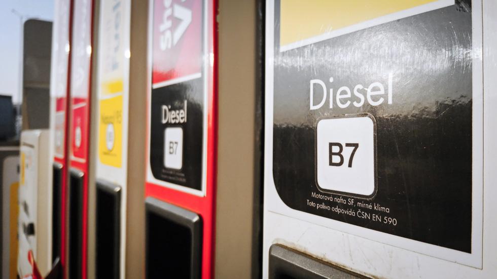 Las nuevas etiquetas de combustibles convivirán con los nombres actuales