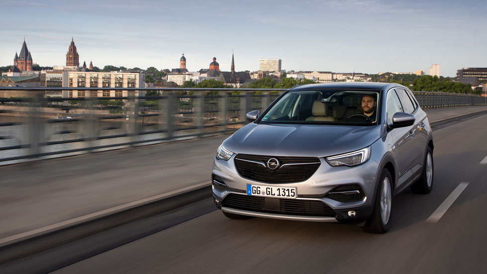 Opel Grandland X: el SUV, con nuevo motor de gasolina 1.6 con filtro de partículas