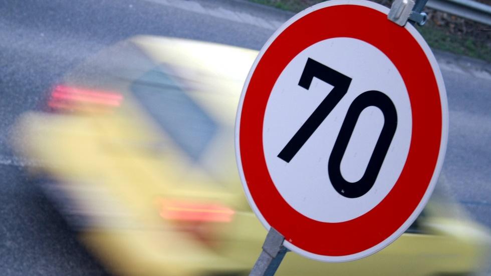 DGT: no superar la velocidad ni al adelantar y sistemas para no excederla