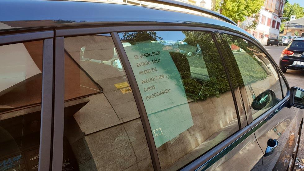 """Multas de hasta 1.000 € por poner un cartel de """"se vende"""" en tu coche"""