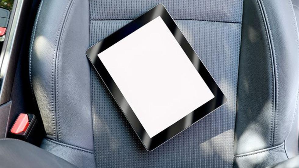 Evita más daños y lesiones por móviles y tablets en el coche: muere una niña