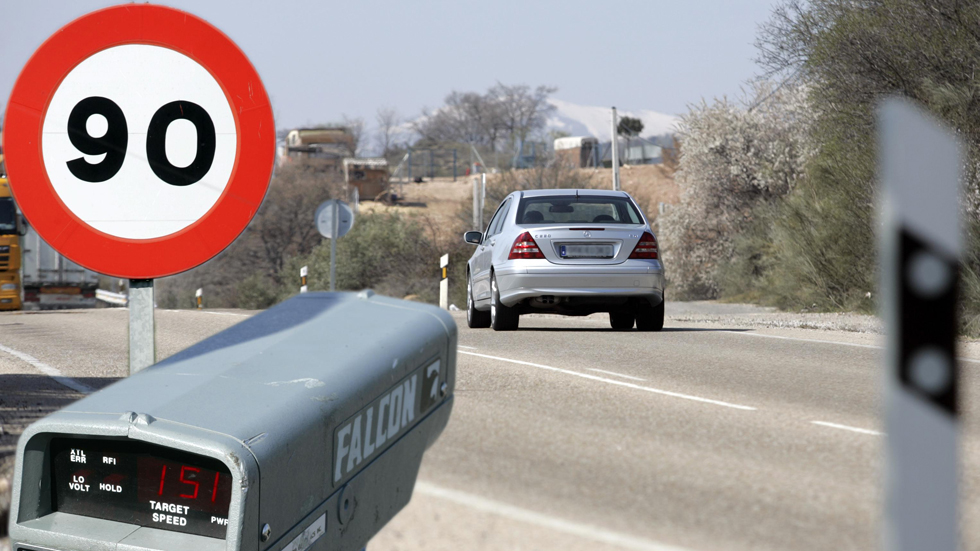 La DGT rebajará los límites de velocidad y pondrá más radares