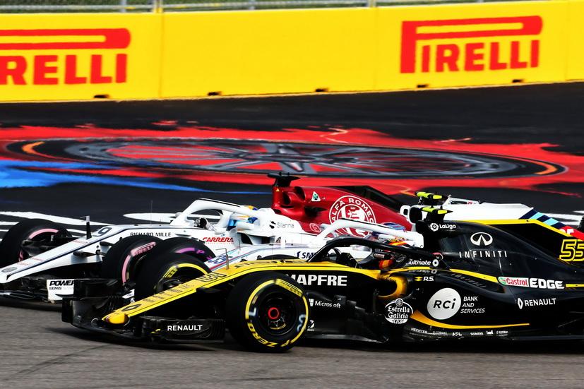 GP de Rusia: Sainz, tocado desde la salida, terminó penúltimo