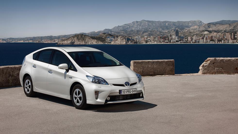 Toyota revisará más de 2 millones de coches híbridos