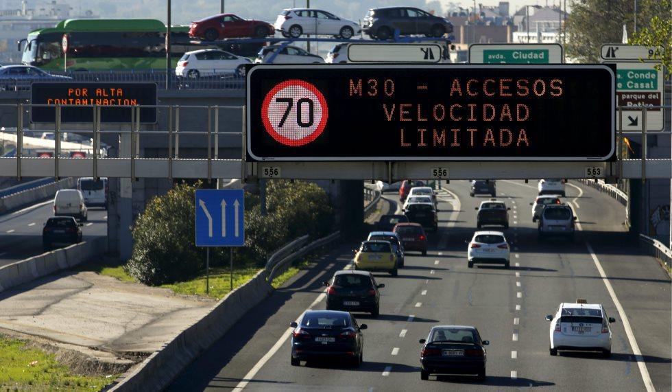 Las limitaciones de circulación castigan también a los coches eléctricos, ¿por qué?