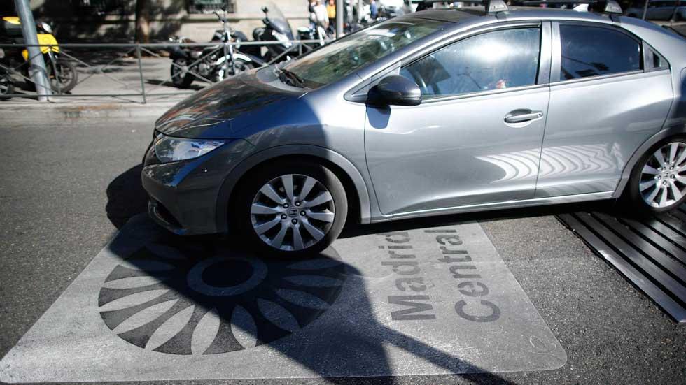 Coches, motos y taxis sin etiqueta no podrán circular nunca por Madrid Central