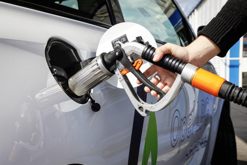 El coste total de un coche de GLP frente al de gasolina y el eléctrico