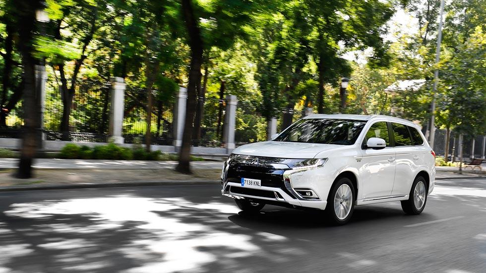 """Mitsubishi Outlander PHEV: un SUV lleno de ventajas """"0 emisiones"""" (VÍDEO)"""