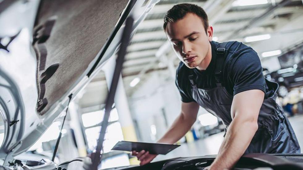 Las marcas de coches más baratas y más caras en el taller