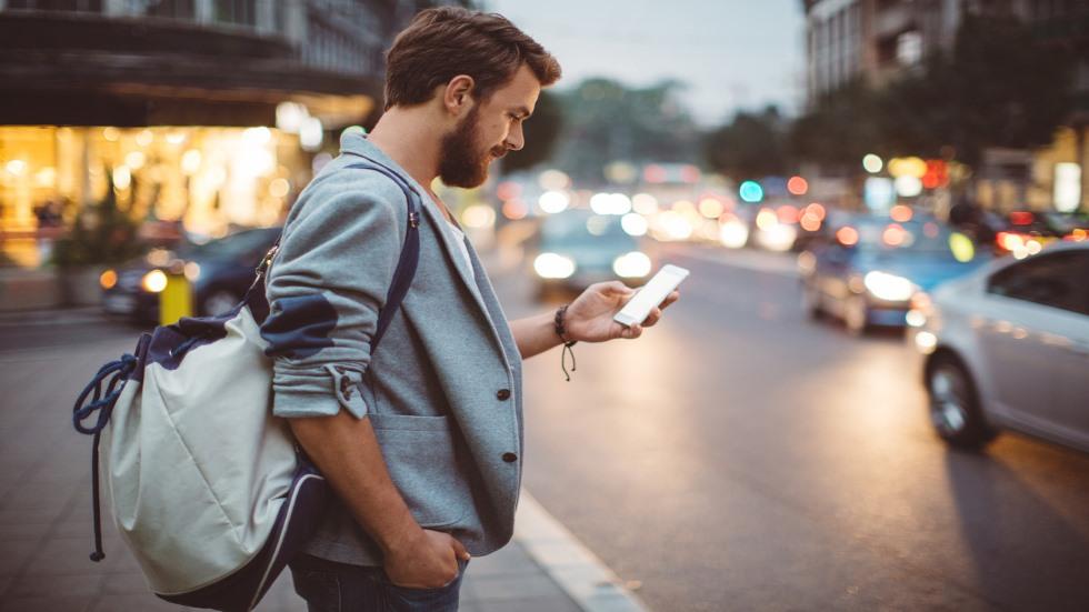 """""""Zombis del móvil"""": si eres uno de ellos, la policía te puede multar"""