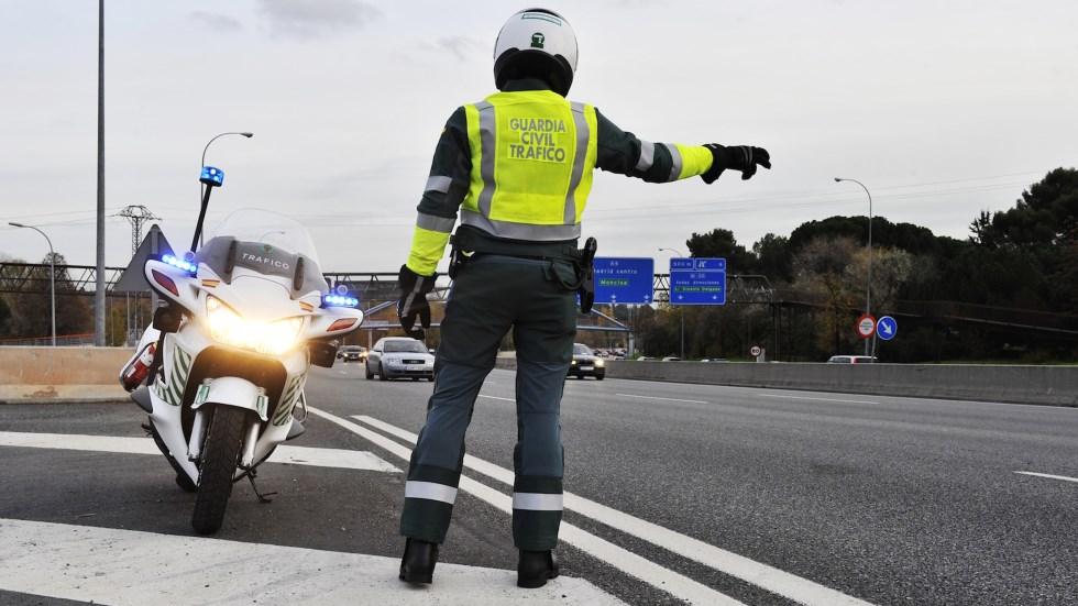 La Guardia Civil de Tráfico cobra más por multar más: así son sus primas