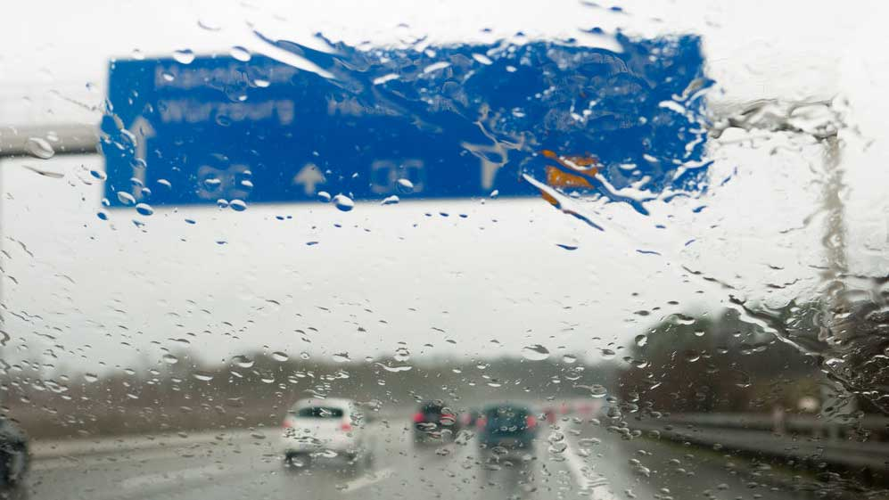 Aquaplaning: qué es y trucos para conducir seguros con lluvia