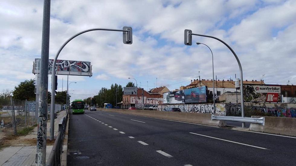 Semáforos en una autovía: la última medida que enciende a los conductores