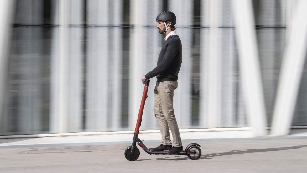 Seat eXS KickScooter: así es el primer patinete eléctrico de Seat (Vídeo)