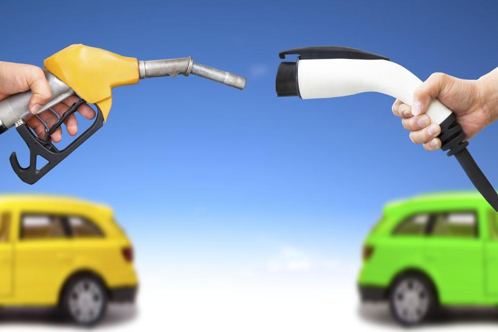 Así quiere el Gobierno llenar de cargadores eléctricos las gasolineras