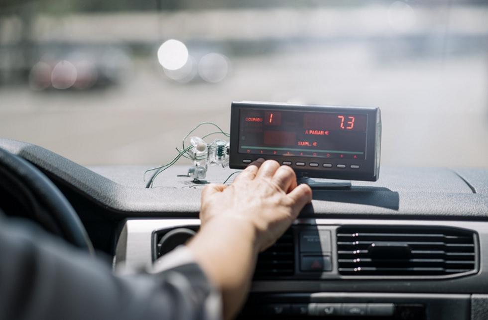Qué es más barato: ¿taxi o coches de VTC como Uber y Cabify?