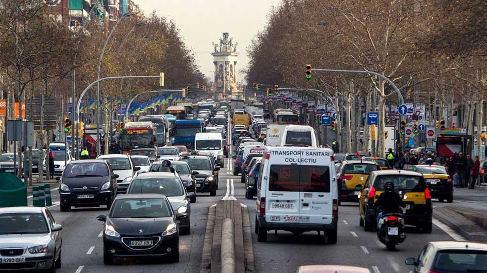 Cuántos coches hay sin etiqueta en España y las multas si circulan con restricciones