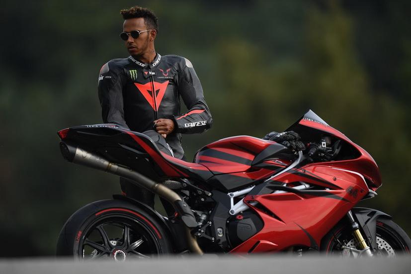 Un provocador Hamilton: ¿Y si dejo la F1 para correr en moto?