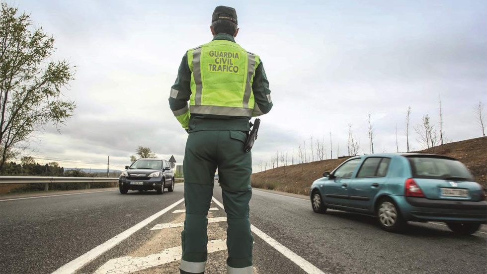 La Guardia Civil urge a prohibir las apps que alertan de controles y radares