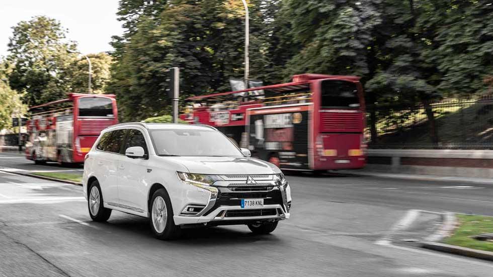 Mitsubishi Outlander PHEV: todas las claves del SUV híbrido enchufable